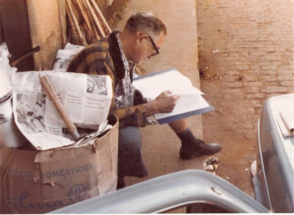 Olha a pilha de jornais. Fonte: Blog Daqui de Pitangui